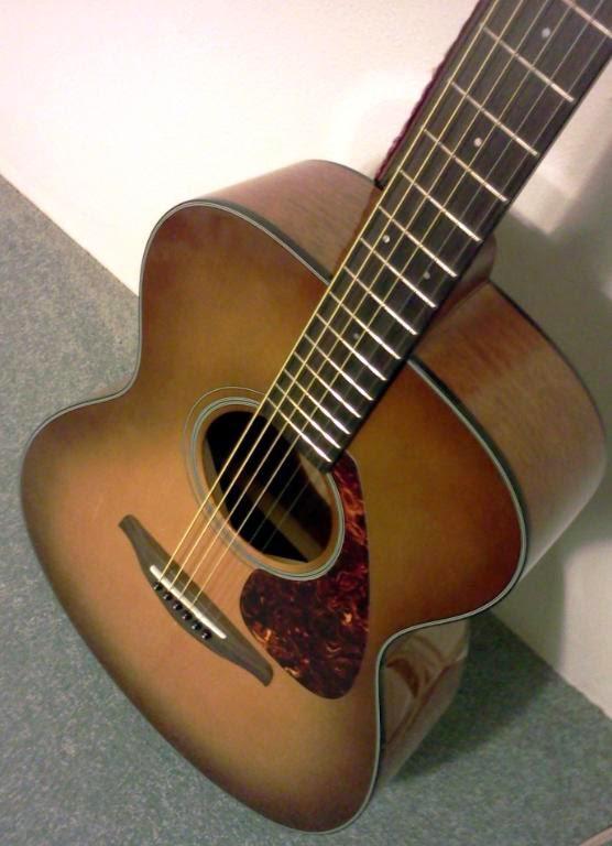 Gitar mini Yamaha FS700S