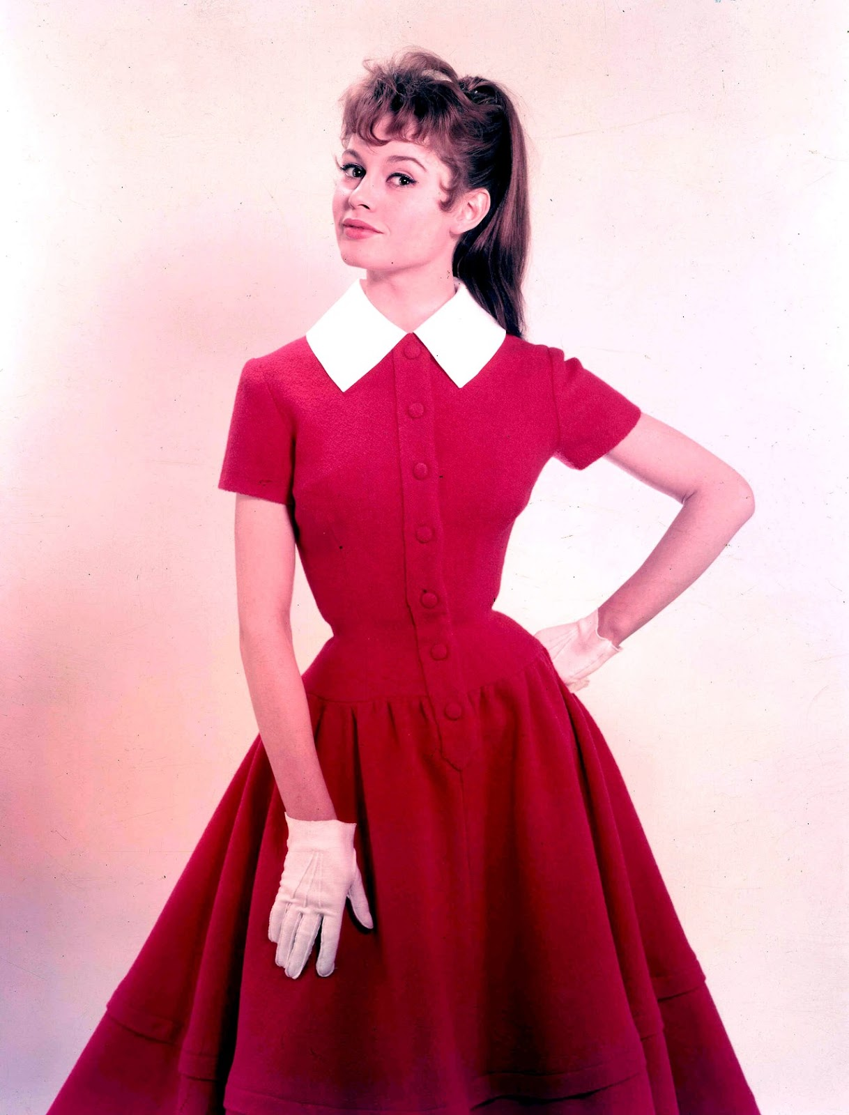 Фото прически и платья в стиле 60-х