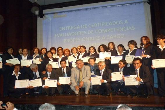 EVALUADORES DE COMPETENCIAS PROFESIONALES EN EDUCACIÓN