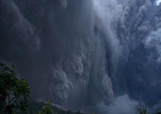 A atividade do vulcão intensificou-se desde a erupção de quinta-feira. Na sexta-feira emitiu numa coluna de cinza de quatro quilómetros.  Várias localidades no México foram evacuadas no sábado, e um aeroporto encerrado, devido à emissão de cinza do Vulcão de Fogo, com receios de que a erupção se intensifique. Mais de 80 pessoas tiveram de abandonar as suas casas no estado de Colima, juntamente com outras 150 em Jalisco, por precaução, numa altura em que o vulcão expele mais cinza e lava, de acordo com as autoridades.