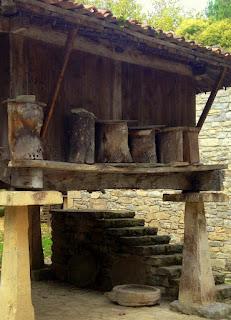 Colmenas en Horreo asturiano