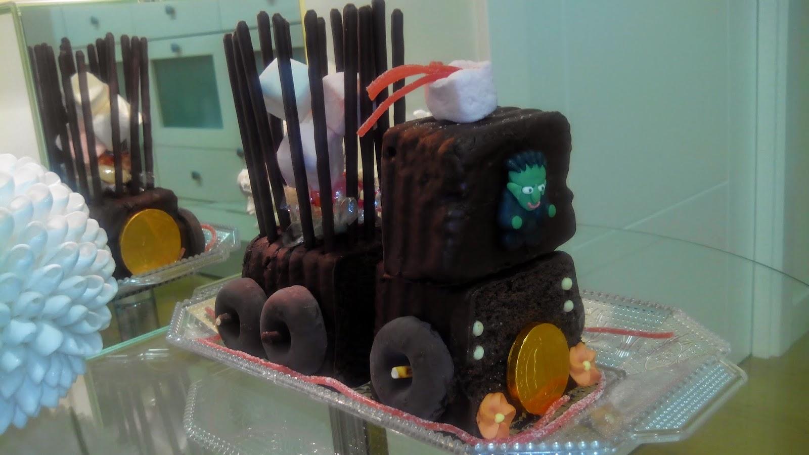 Tarta tren de chocolate, tarta tren, tarta de chocolate, tarta, tarta halloween, halloween, tarta divertida, tarta niños, tarta cumpleaños