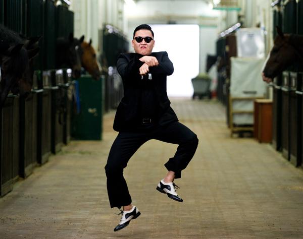 Aksi tarian kuda dari PSY dalam muzik video Gangnam Style di YouTube