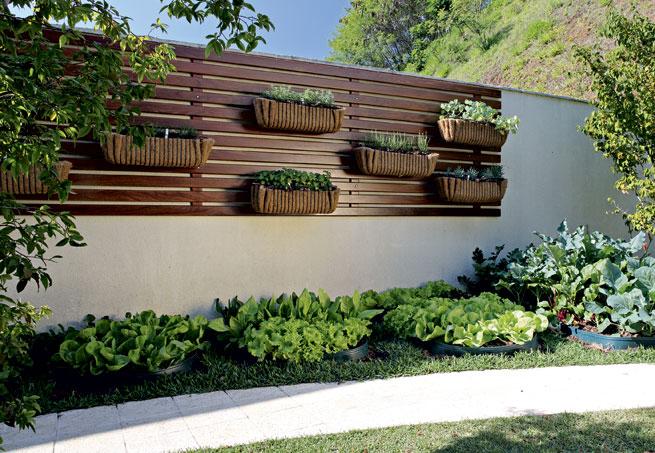 horta e jardim juntos:Exterior Slat Wall