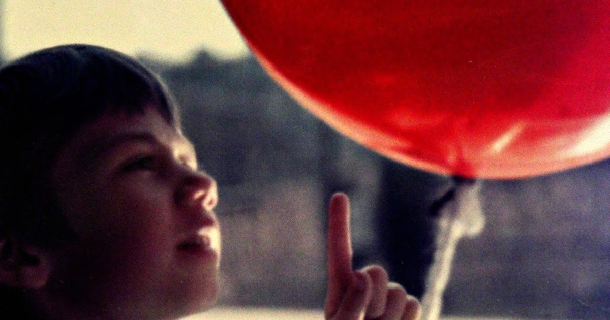 """the red balloon movie analysis critique Cops 'find' red balloon floating in stephen king's hometown  to stephen king  played a prank to coincide with the opening of the horror film """"it,"""" based on king's  book  a red balloon is the calling card of pennywise, the sewer-dwelling,  homicidal  review: 'adrift' is profound tale of woman's will to survive."""