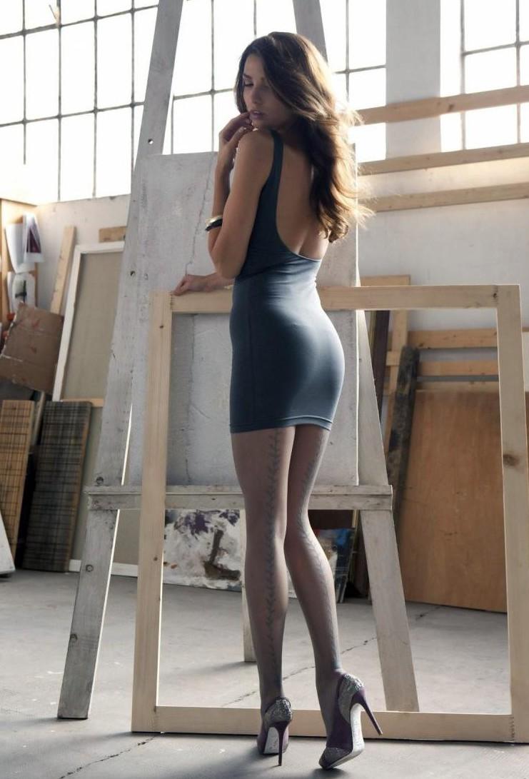 Фото девушки в платье и колготках 17 фотография