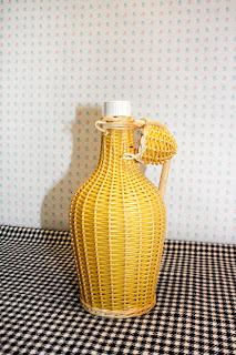 Bouteille scoubidou jaune / Années 70