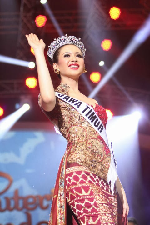 Miss Puteri Indonesial 2014 winner Elvira Devinamira