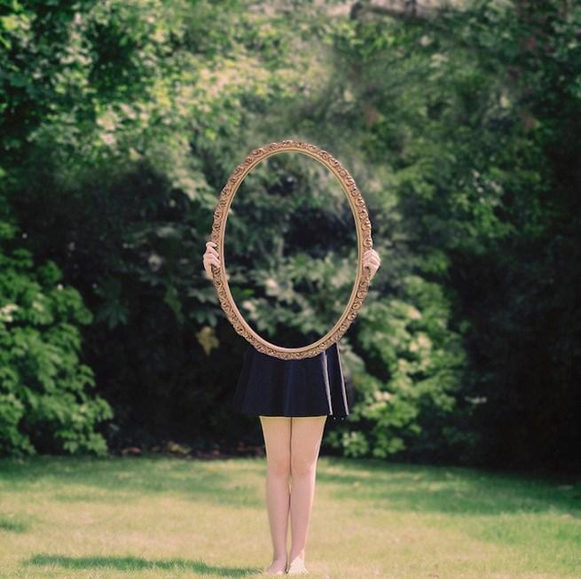 Foto model konseptual dalam fotografi human interest