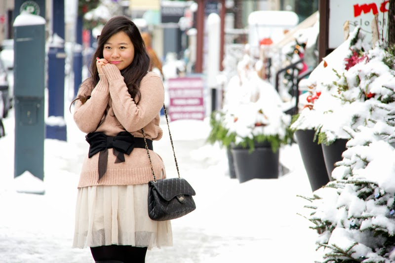 Winter-wonderland, fashion-outfits, turtleneck-sweater, black-bow, toronto-street-style