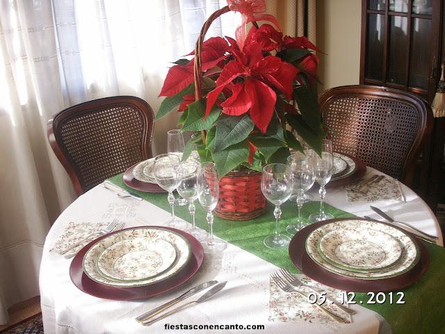 Fiestas con encanto decoraci n mesa navidad pi a y acebo - Decoracion alternativa ...