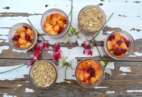 Peach Raspberry Crisps in Mason Jars - A Pretty Life In The Suburbs