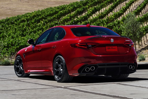 The Latest Review of 2017 Alfa Romeo Giulia Quadrifoglio
