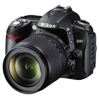 Nikon D90 Lensa Kit 18-105 mm - 12.3 MP