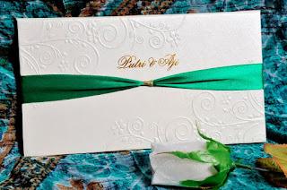 desain undangan pernikahan batik jpg undangan murah
