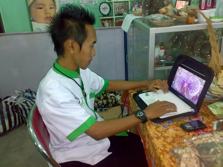 Melayani Berbagai Pesanan Produk dan Konsultasi Pasien Via Internet