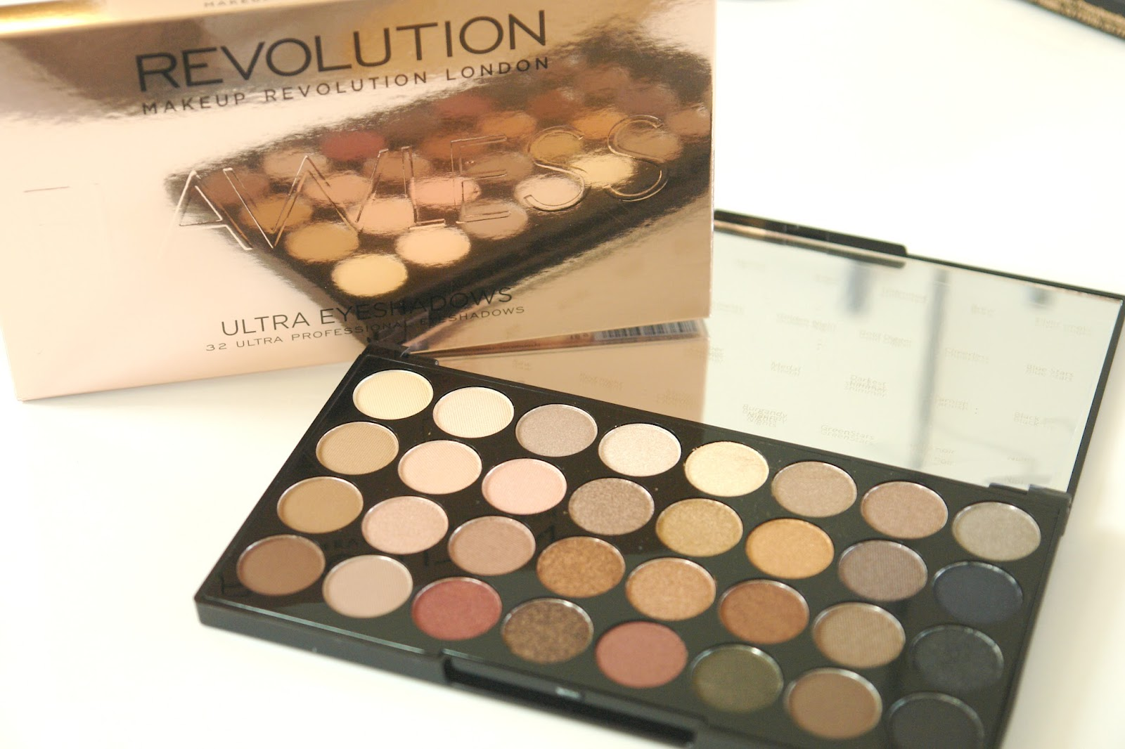 Makeup Revloution Ultra 32 Shade Eyeshadow Palette FLAWLESS, palette, eye shadows, make up, Makeup Revolution, beauty, review, blogger