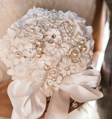 http://allstyleweddings.com/Couture-Brooch-Bridal-Bouquet