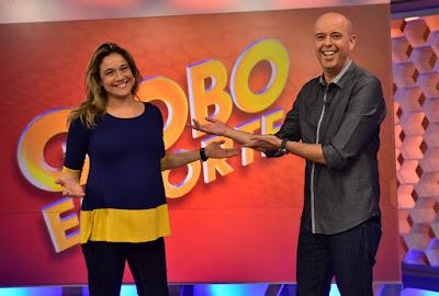 Alex Escobar recebe Fernanda Gentil no estúdio do Globo Esporte Crédito: Globo/João Cotta