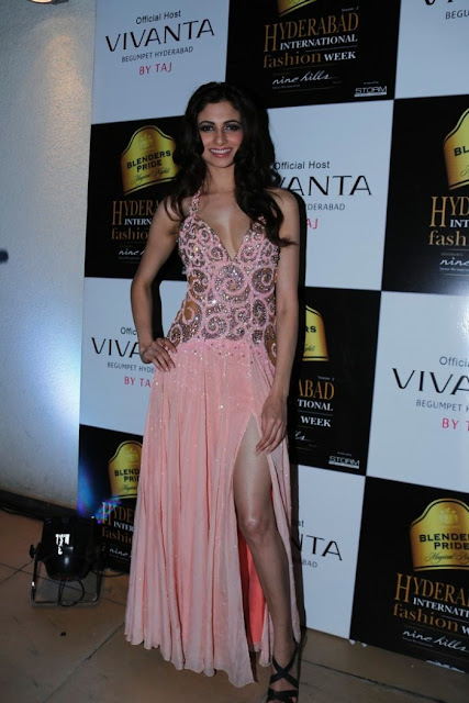 Miss-india-Simran-Kaur-Mundi-international-fashion-week-2012+(3).jpg