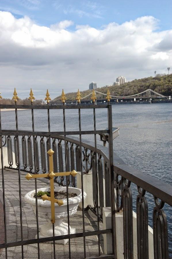вид на Пешеходный мост, Киев