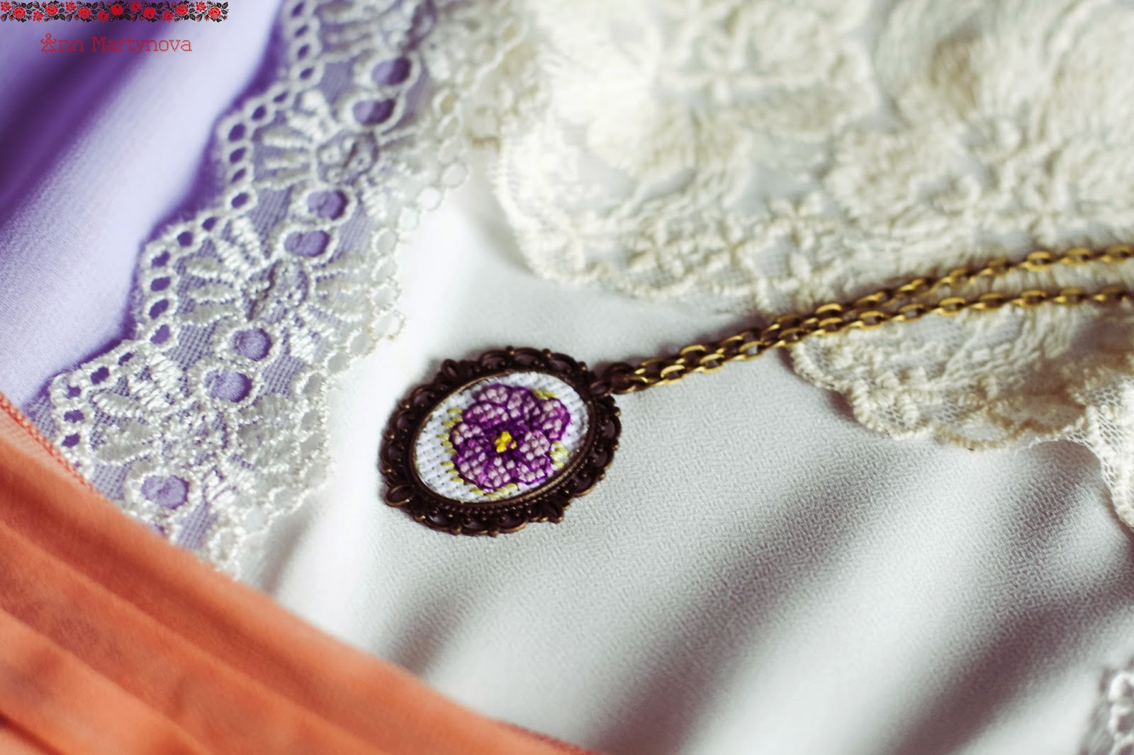 Кулоны с вышивкой крестом