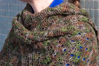 "alt=""crochet shawl, cascade yarns heritage silk paint, xaile em crochet"""