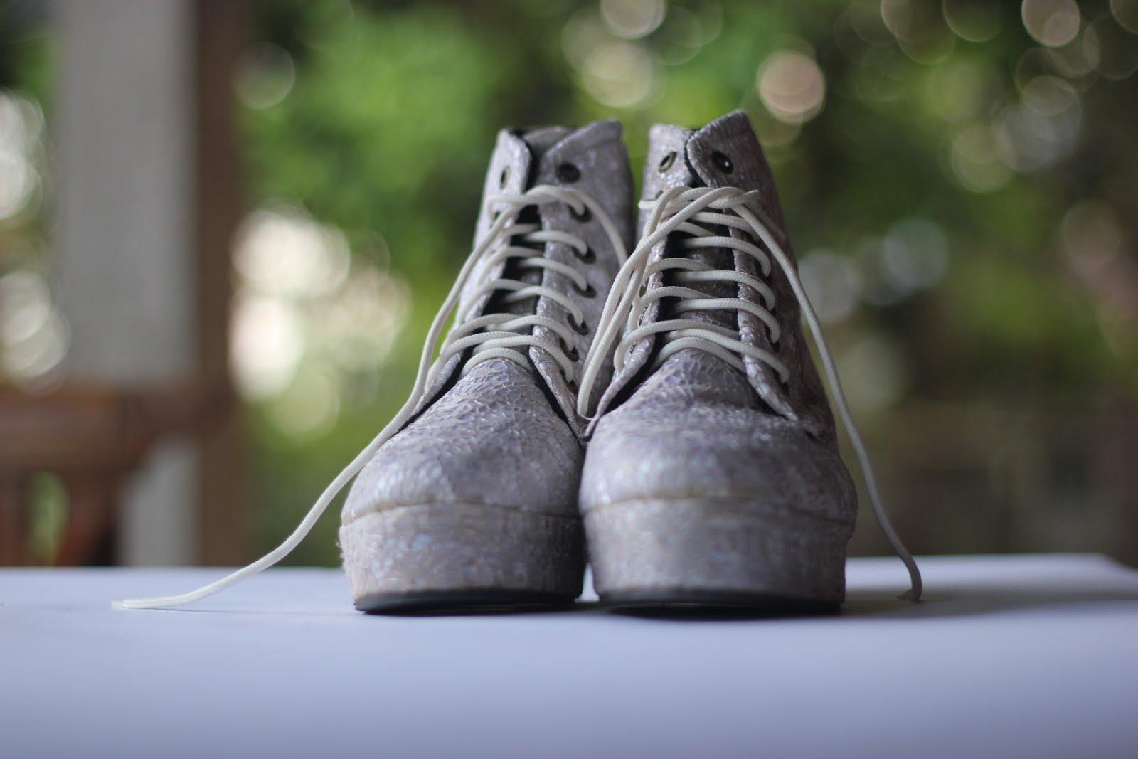 Hanya butuh 2 minggu untuk pembuatan sepatu