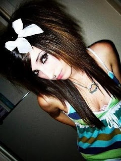 Girls Long Emo Hairstyle Pictures