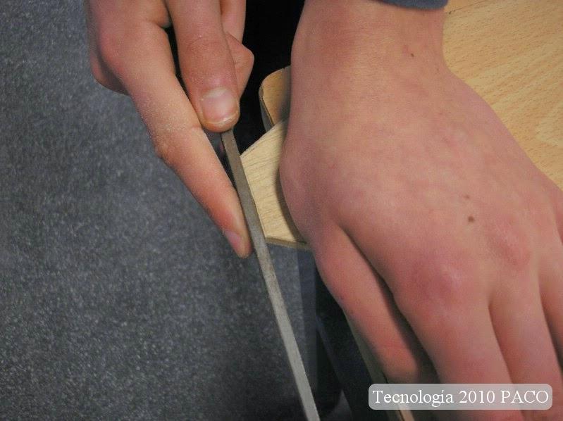 Limar las piezas después de cortar