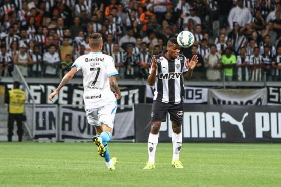 Luan e Douglas marcaram na vitória do Grêmio sobre o Atlético-MG no Mineirão.