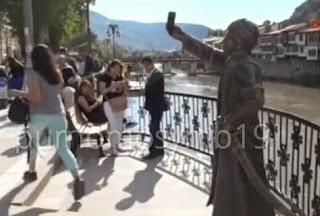 Patung Pangeran Selfie Di Turki Mengundang Kontroversi