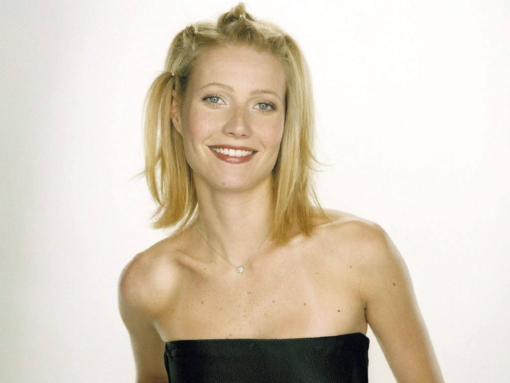 http://1.bp.blogspot.com/-z-m93UMjFgY/Tir6LfiDJZI/AAAAAAAACs0/ZlxFjeEjTeI/s1600/Gwyneth_Paltrow_wallpapers_look_sweet_smile_blck_short.jpg
