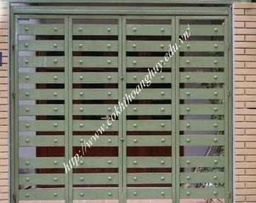 Cổng sắt hộp thợ thi công mẫu tại