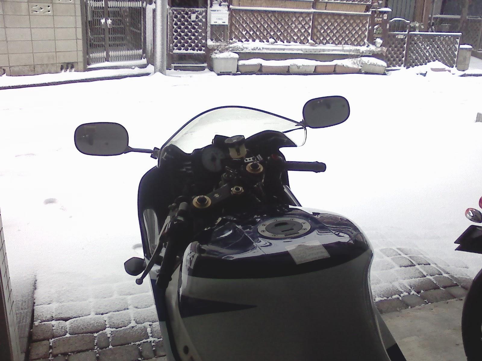 GSX-R1000と雪景色