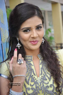Actress-Srimukhi-Stills-at-Prema-Ishq-Kadhal-Platinum-Disc-Function