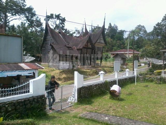 Rumah Gadang dan Rangkiang 3