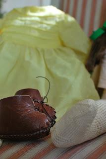 Muonamihen mökki - 50-luvun nuken nahkakengät