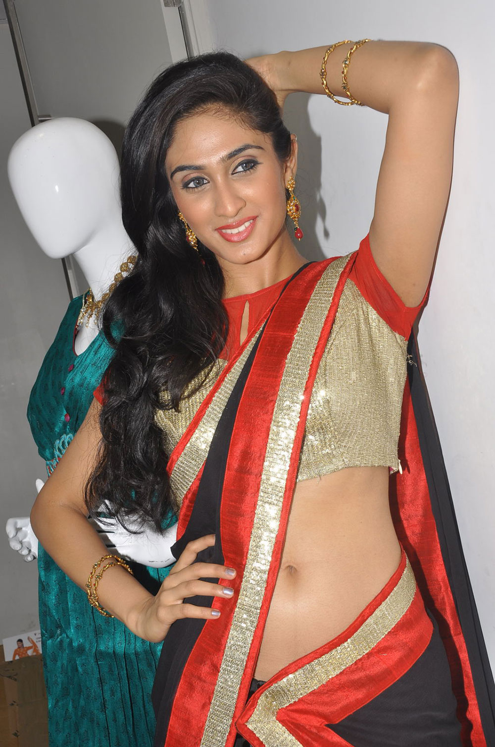 Deepti sati hot pics at kalaniketan bride & groom collection launch