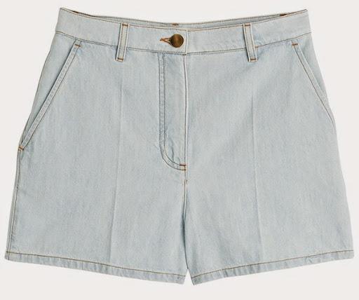 Model celana pendek denim dari Valentino ($890)