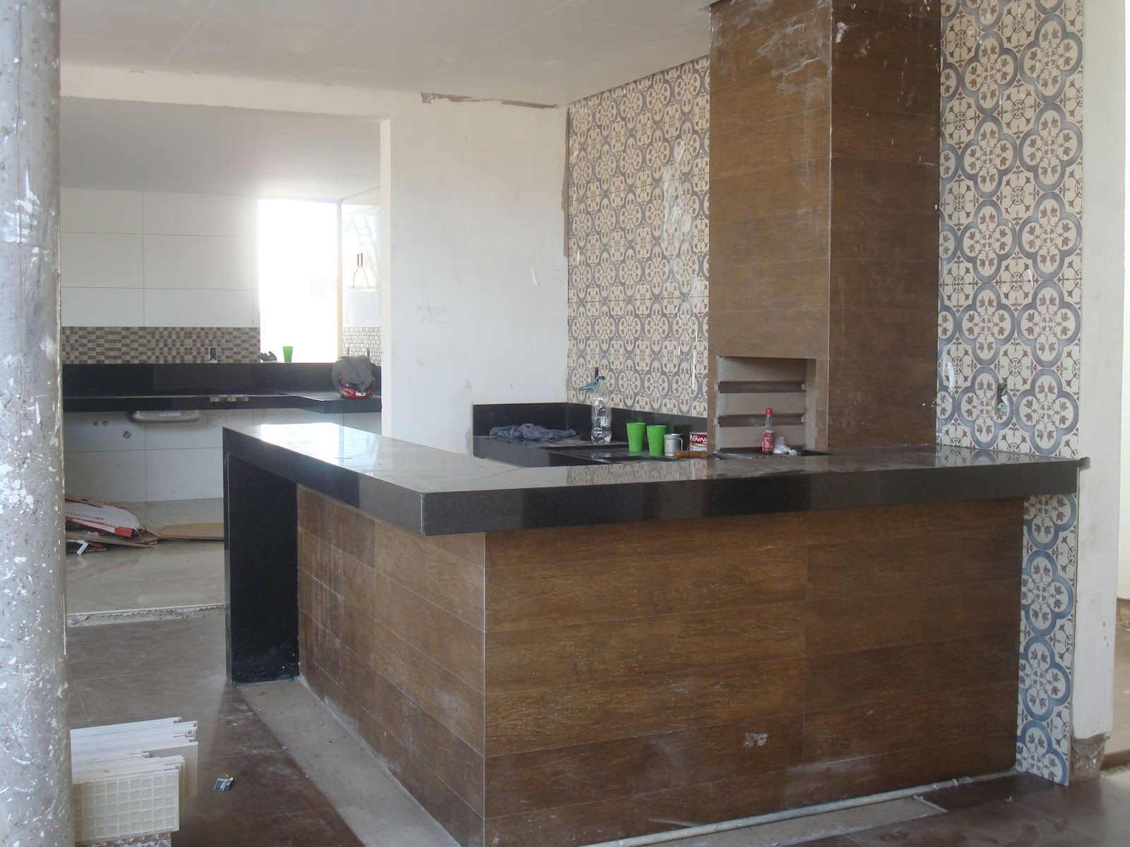 Usado para revestir a churrasqueira painel da cozinha ducha piso da  #5E4938 1600 1200