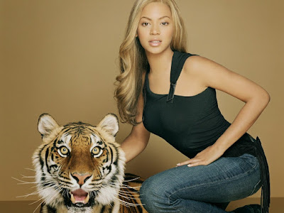 Beyonce Knowles in Jeans Wallpaper