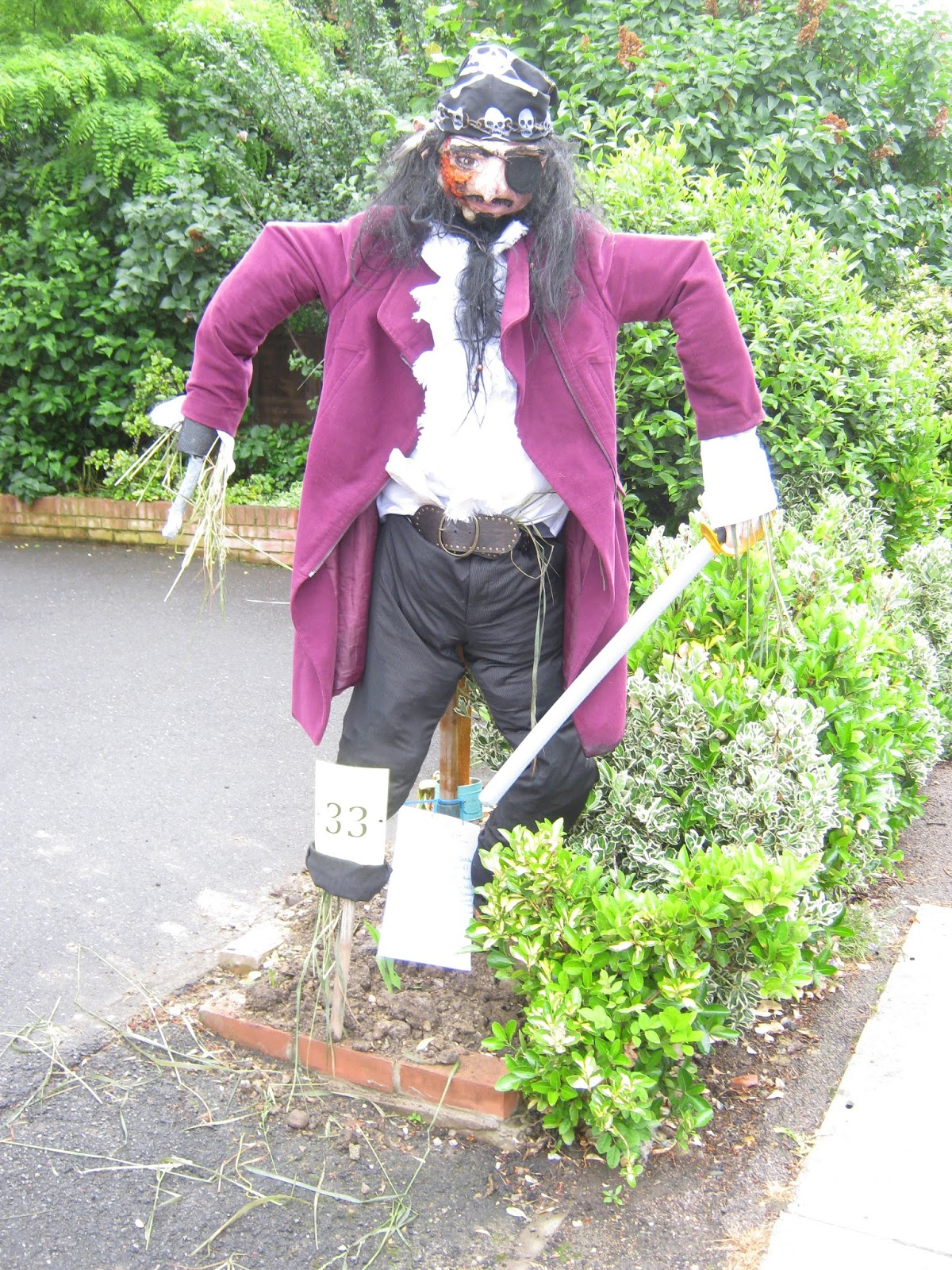 Of u0027Blackbeard Bessantu0027 the judges said u201cgreat attention to detail on the face; a scary scarecrow that we can see in a fieldu201d. & Loughton Scarecrow Trail 2013: The Winners u2013 What the Judges Said.