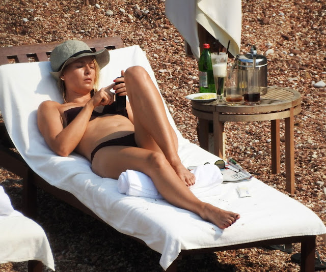 Maria Sharapova Spotted Topless Covering her sexy boobs somehow Sexy Candids from Montenegro beach Leaked Pics WOW