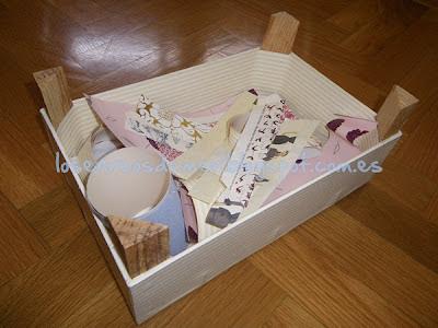 Caja de fresas forrada con papel decorativo