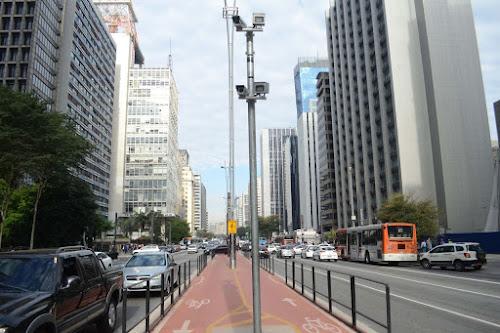 74% dos brasileiros querem menos carro e mais ônibus e bike