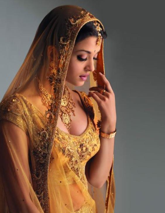 Aishwarya rai in wedding dress shadi pictures for Aishwarya rai in her wedding dress