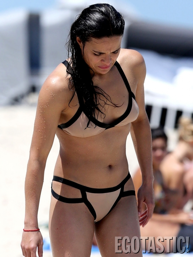 michelle-rodriguez-bikinis-in-miami-skin-tight