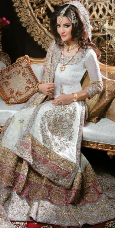 Latest Beautiful Pakistani Engagement Dresses For Girls