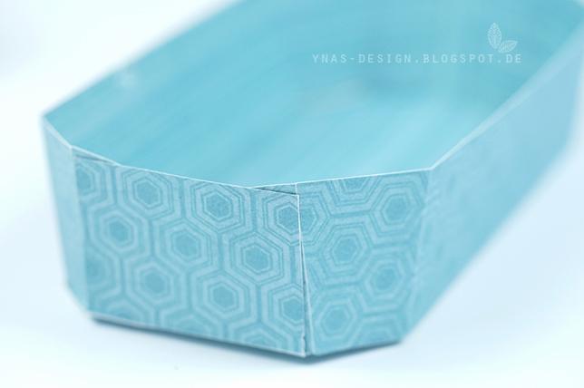 Ynas Design Blog | Pappschale aus farbigem Karton gefaltet